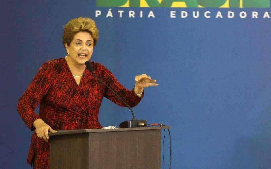 Em Goiânia, Dilma defende mandato durante inauguração de aeroporto