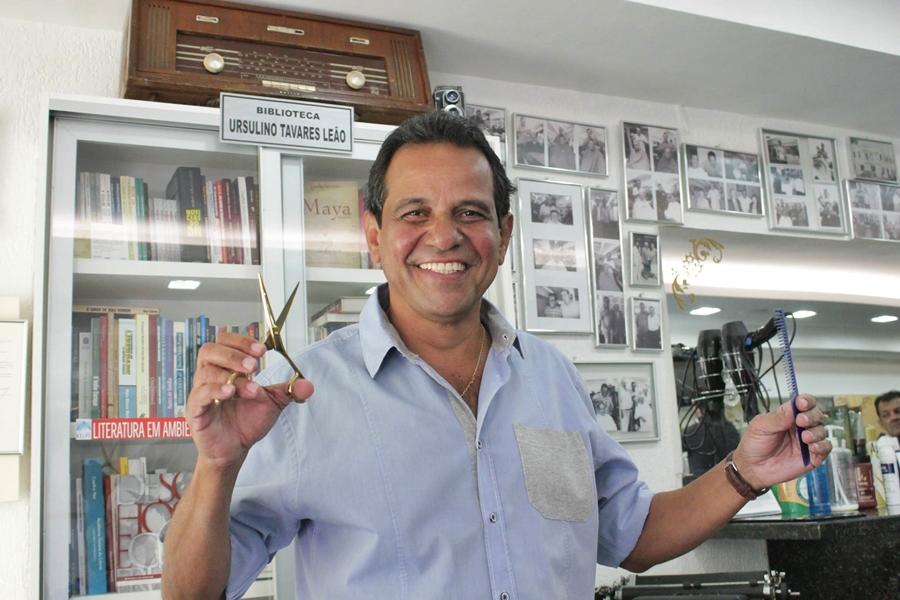 Barbeiro de políticos e celebridades de Goiânia inspira linha de produtos masculinos