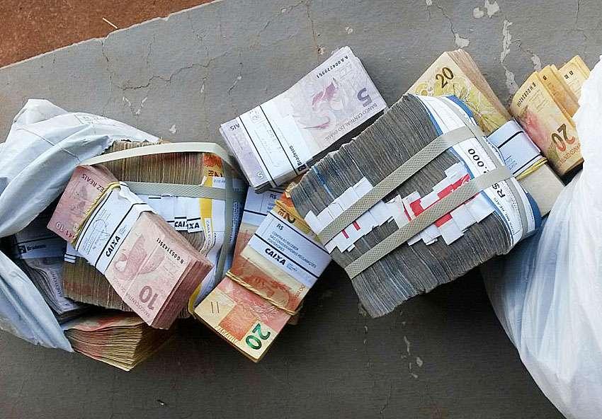 Polícia apreende avião com R$ 504 mil e material de campanha de candidato do Tocantins