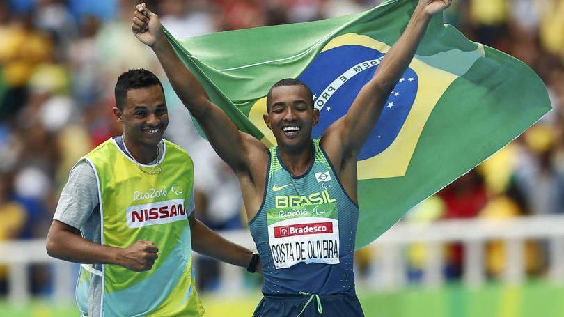 Ricardo de Oliveira conquista primeiro ouro do Brasil