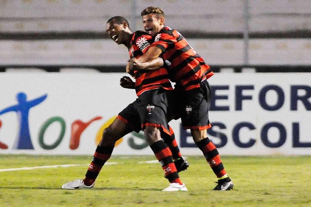 Atlético obtém grande virada e derrota Ponte Preta