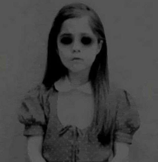 """Aparição da """"Criança de Olhos Negros"""" gera caçada paranormal"""