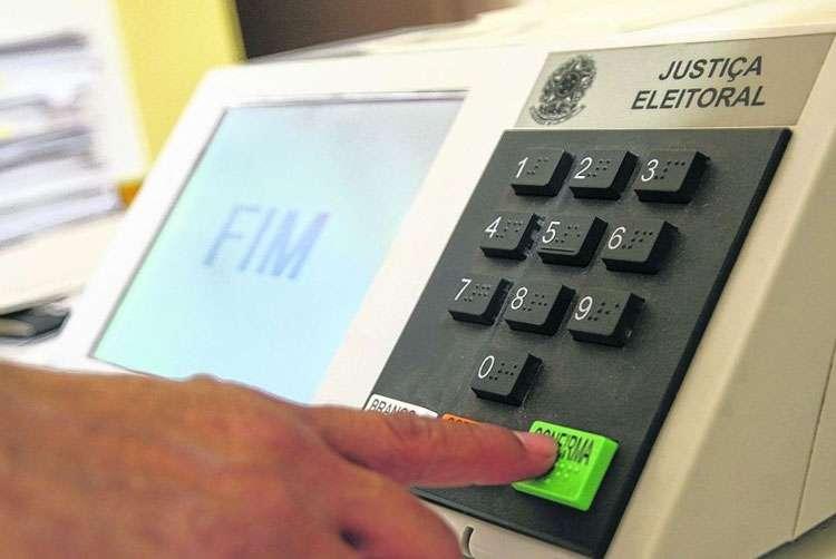 TSE volta atrás e garante urna eletrônica para as eleições de 2016