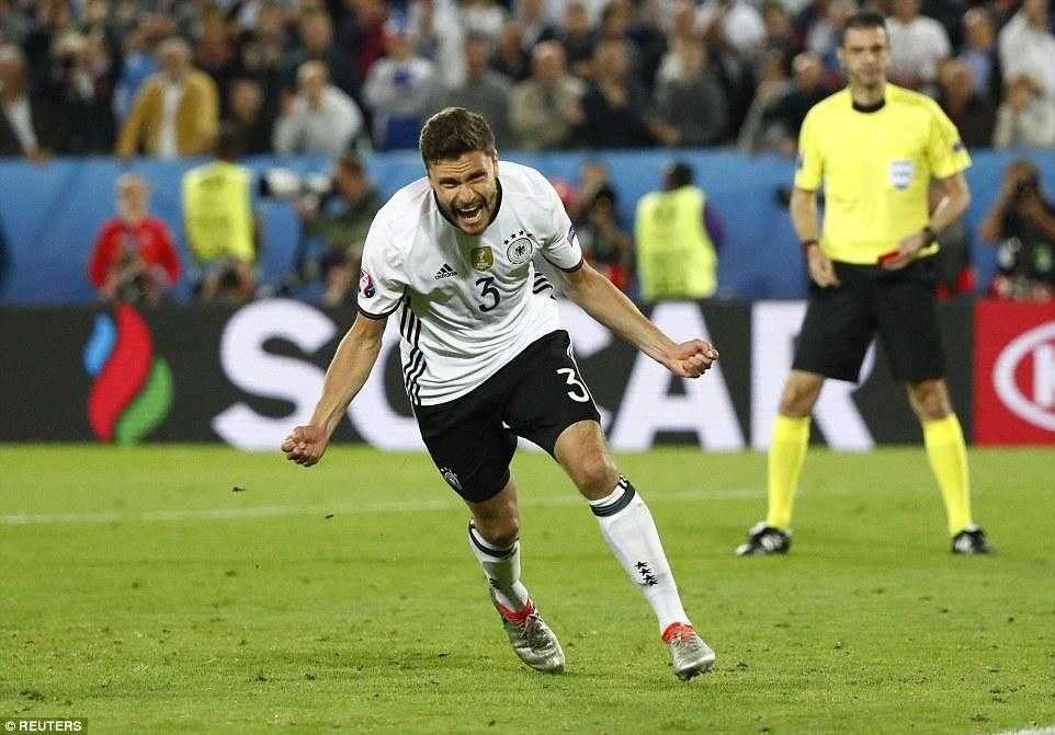 Alemanha quebra tabu, elimina Itália pela 1ª vez e avança nos pênaltis à semi