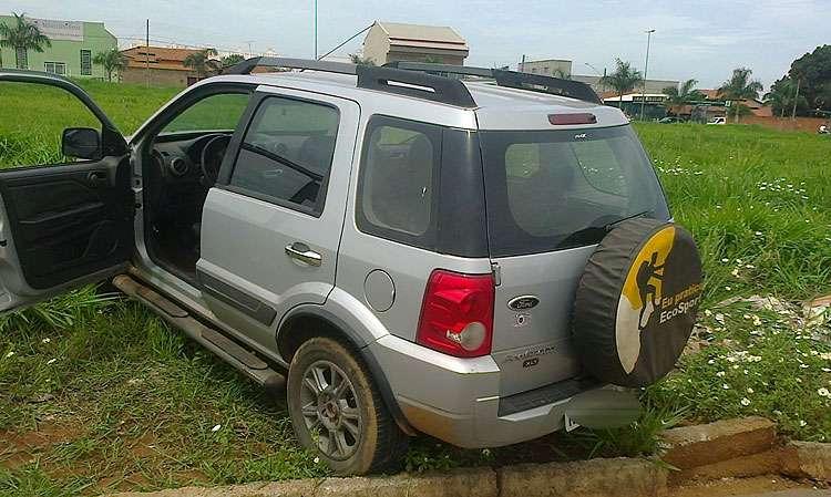 Polícia recupera carro que teria sido roubado com criança dentro