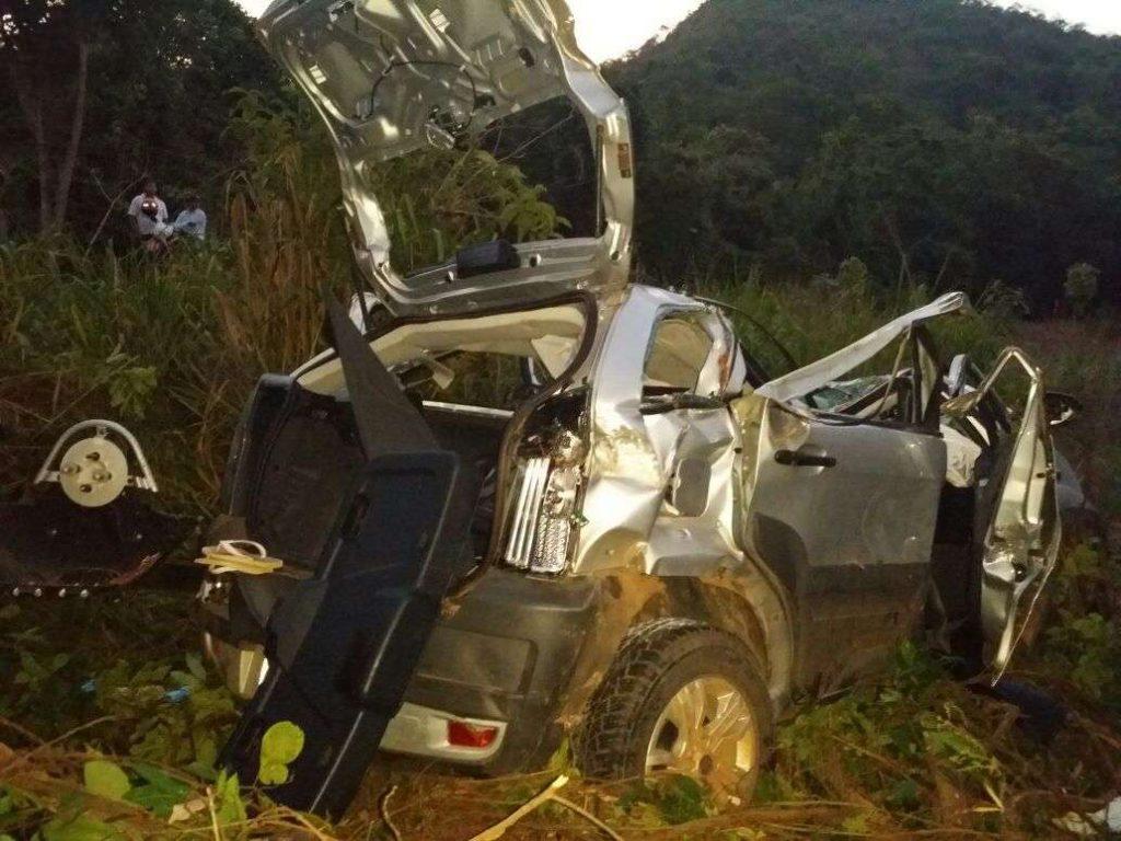 Acidente na BR-080 deixa duas pessoas mortas e três feridas