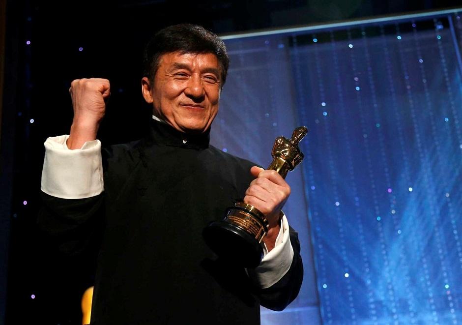 Jackie Chan recebe Oscar honorário pela carreira