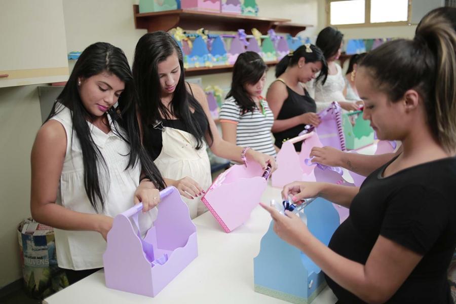 Meninas de Luz abre vagas para adolescentes e jovens grávidas