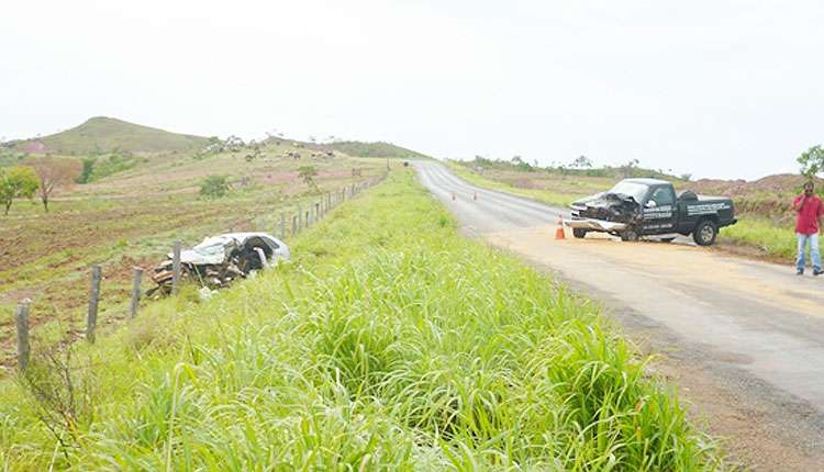 Pai e filha grávida morrem em acidente na GO-346
