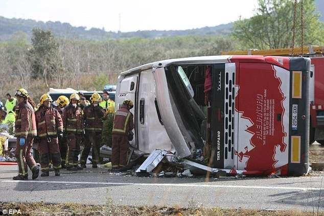 Acidente de ônibus mata 14 estudantes estrangeiros na Espanha