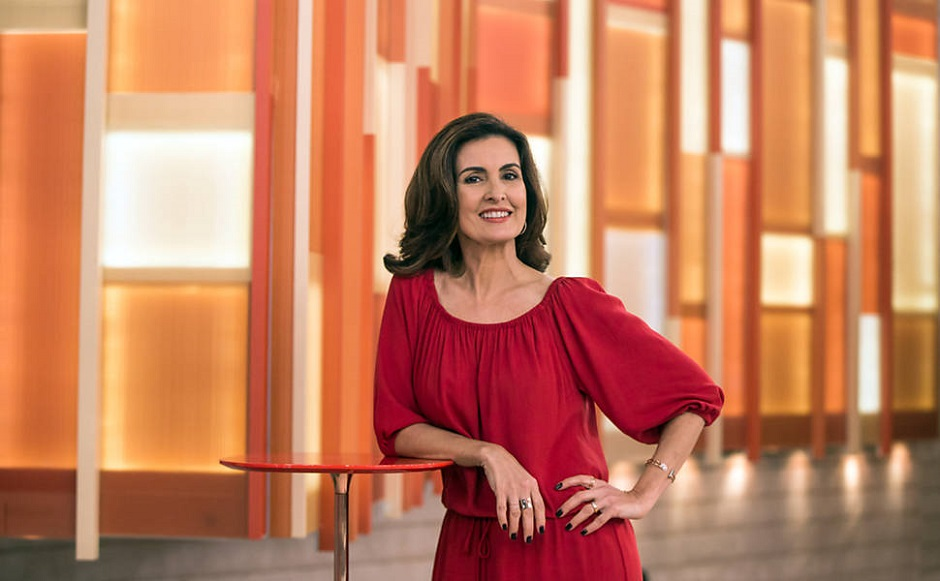 Fátima Bernardes se explica sobre enquete polêmica