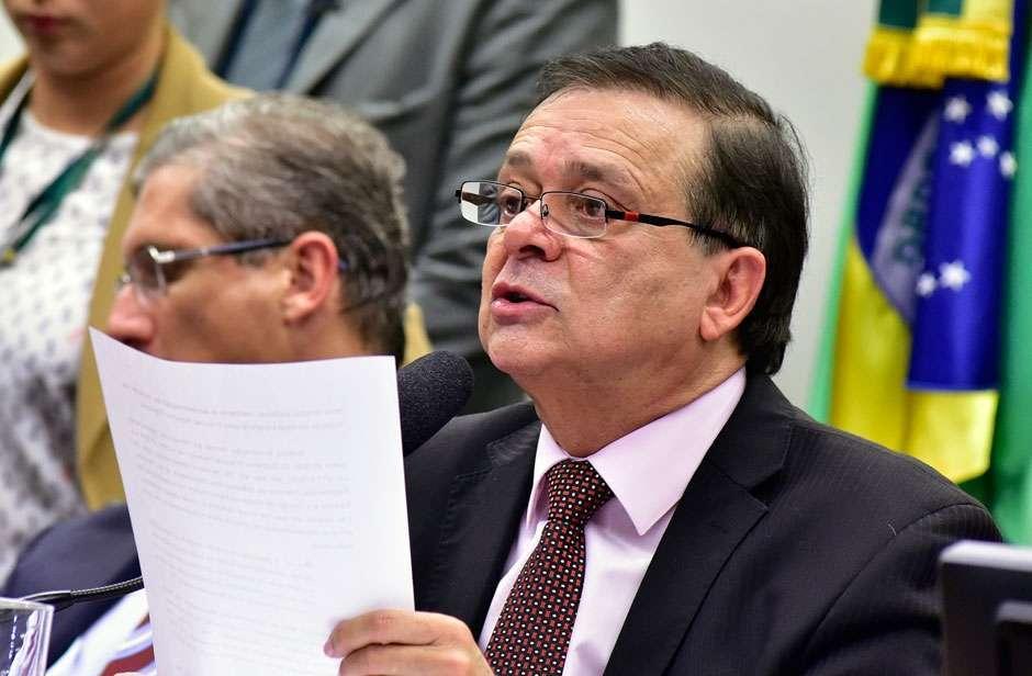 Relator diz que há indícios de que Dilma violou a Constituição