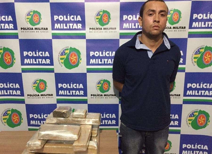 Homem viola condicional e é preso transportando 10 quilos de maconha