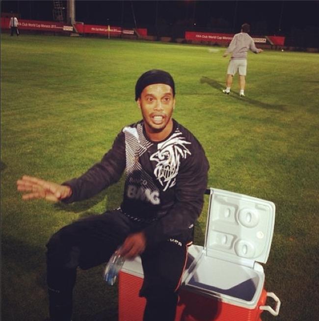 Ronaldinho agradece torcida em vídeo de despedida