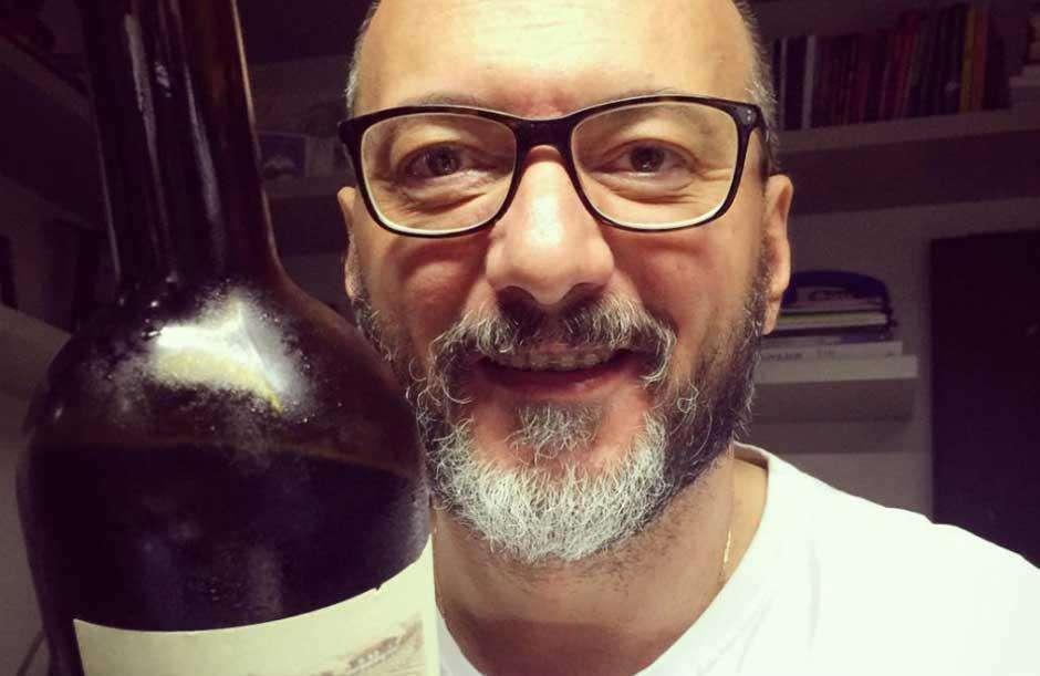 Britto Jr brinda com vinho a suspensão de Geraldo Luís do 'Domingo Show'