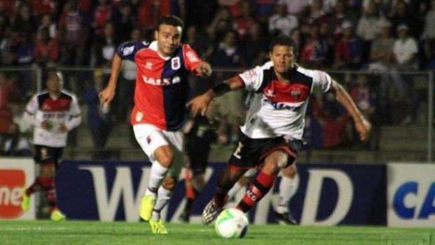 Atlético perde para Paraná e se complica na briga pelo acesso