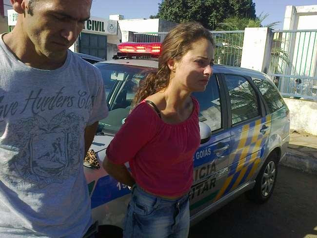 Casal é preso após furtar produtos em lojas, na Avenida 24 Outubro