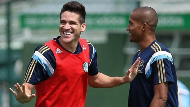 Com dores, Lúcio desfalca Palmeiras contra Figueirense