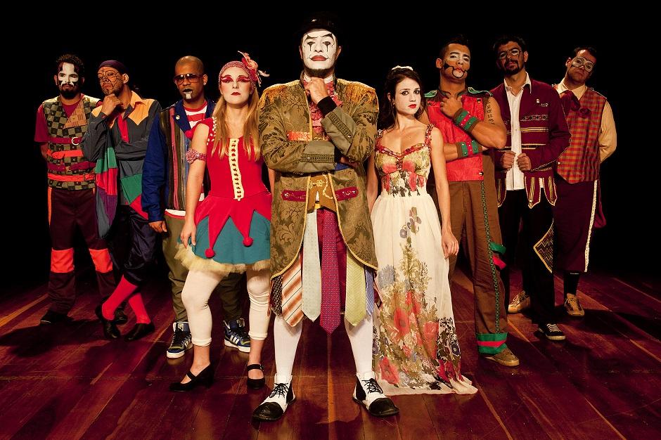 O Teatro Mágico faz show em Goiânia neste sábado