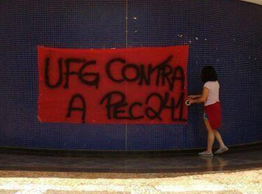 Estudantes desocupam prédios da Reitoria e de faculdades da UFG