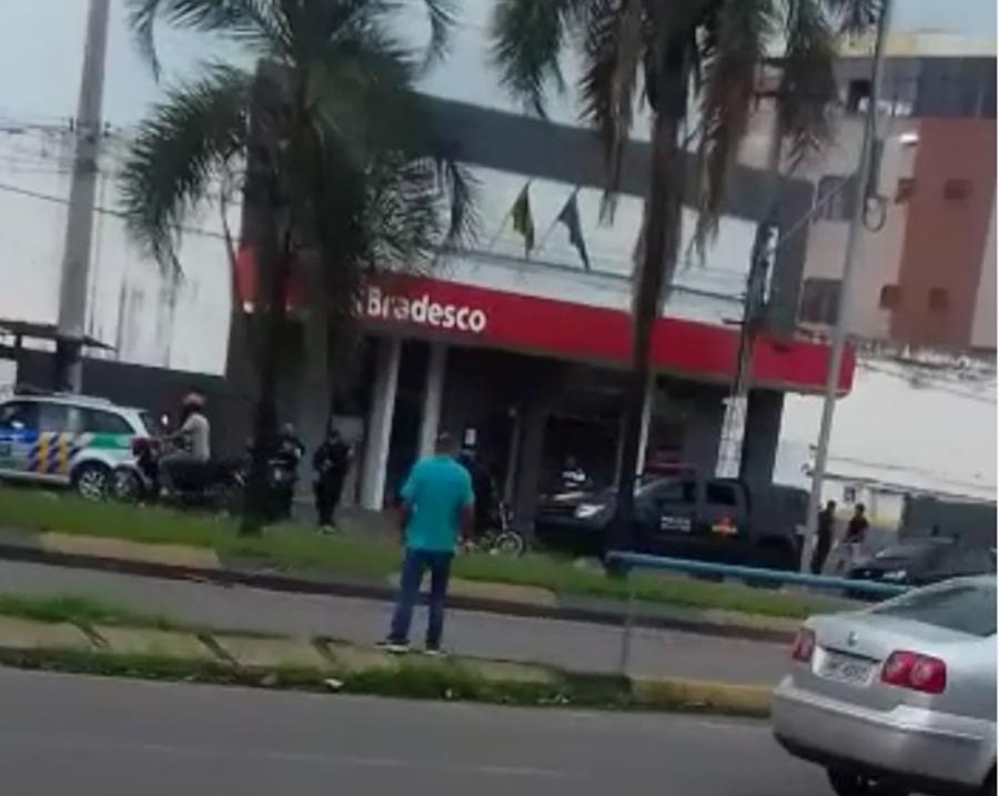 Agência bancária na Avenida Anhanguera é assaltada na manhã desta terça-feira