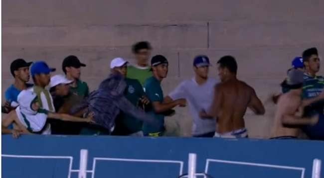 Goiás vence Figueirense, mas briga de torcida ofusca vitória