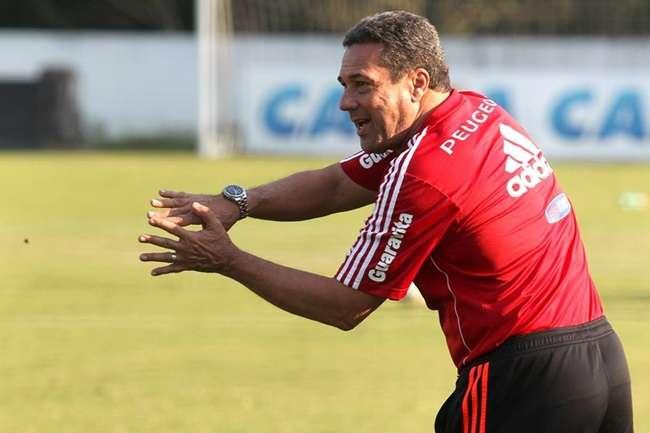 Luxemburgo relaciona os titulares do Flamengo para jogo