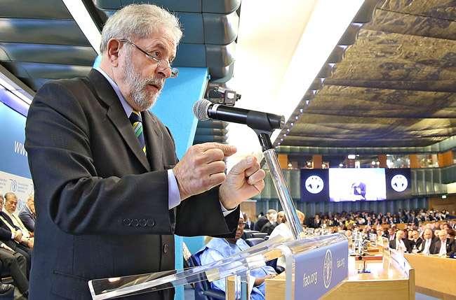 """Dilma deve """"ir às ruas conversar com o povo"""", defende Lula"""