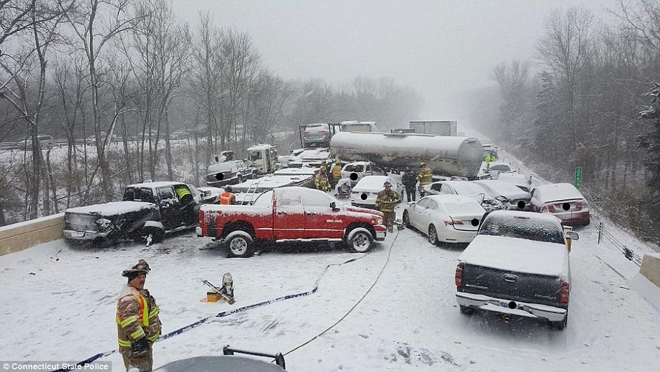 Neve e alagamentos causam centenas de acidentes nos Estados Unidos