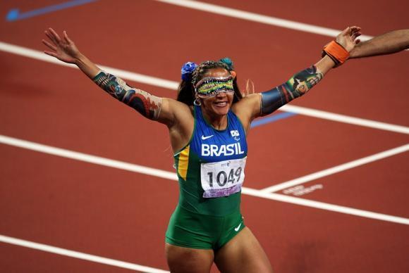 Atletas-guia se superam para acompanhar ritmo de campeões paralímpicos