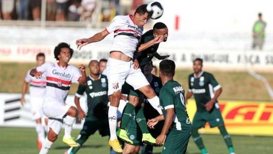 Goiás e Anápolis empatam primeira partida da decisão do Goiano