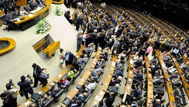 Deputados devem custar R$ 75 milhões por mês ao Brasil