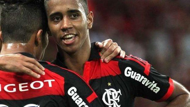 Dúvidas, Gabriel e Éverton são relacionados no Flamengo