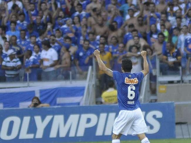 Cruzeiro vence, mantém vantagem e afunda Botafogo