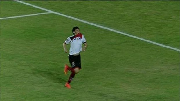 Fora, Atlético vence Sampaio Corrêa e segue vivo na briga pelo acesso