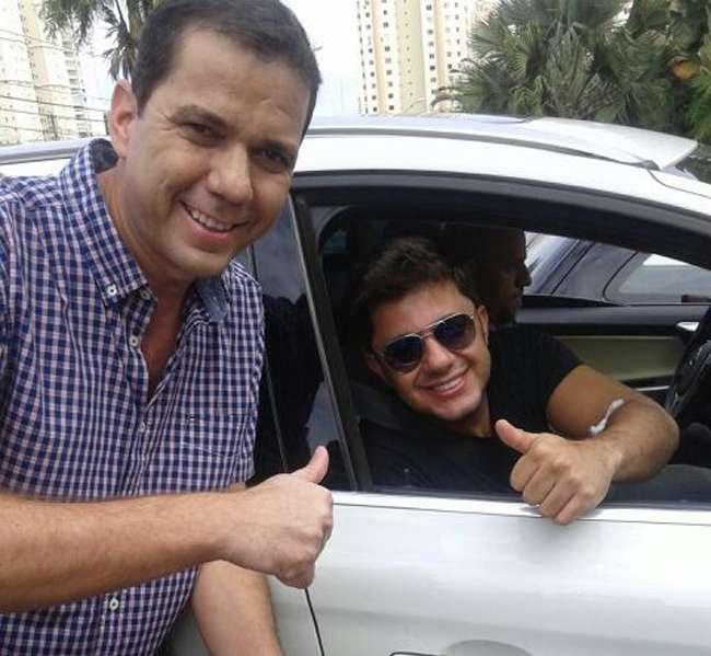 Cristiano Araújo recebe alta de hospital e se recupera em casa