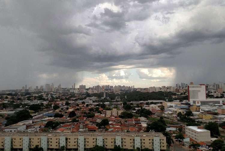 Véspera de Natal deve ser chuvosa em Goiás