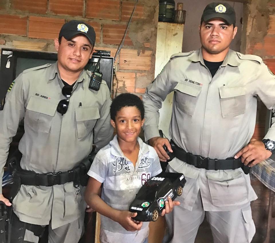 Marconi parabeniza policiais militares de Rio Verde por ação solidária