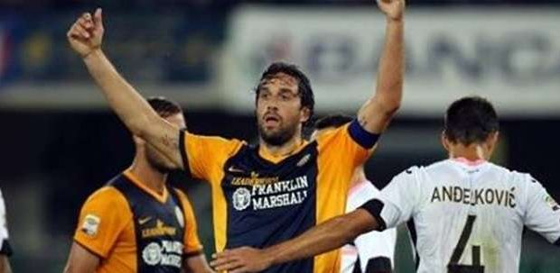 Luca Toni marca e Verona vence primeira no Italiano