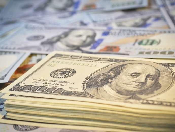 Incerteza sobre juros faz dólar subir e fechar a R$ 4,10