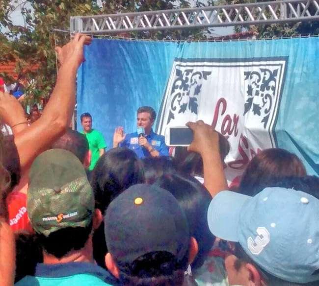Lar Doce Lar: Luciano Huck e Lucas Silva entregam casa em Bom Jesus de Goiás