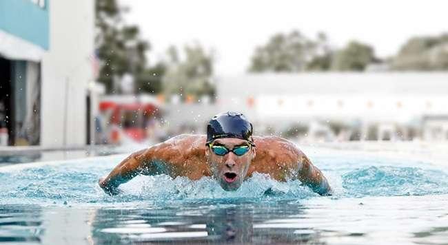 Após dirigir bêbado, Phelps decide se afastar do esporte