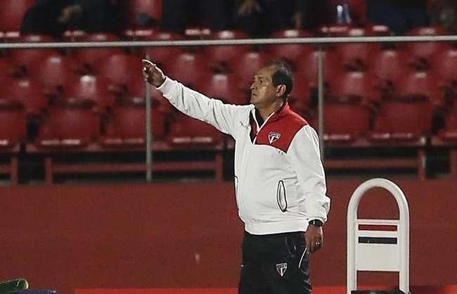 Sem Muricy, Milton Cruz comanda o time neste sábado