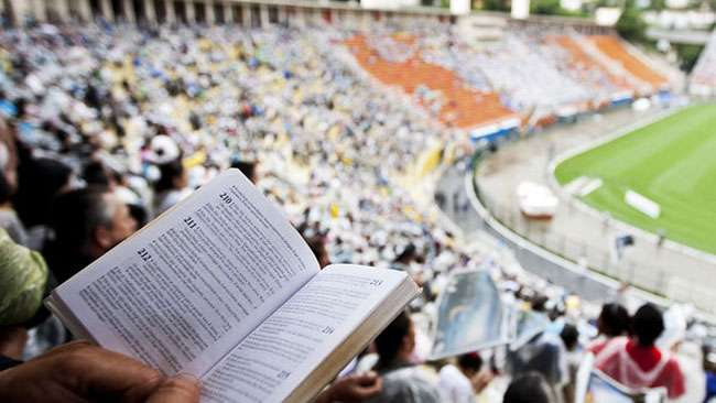 Evangélicos crescem 45% entre eleições de 2010 e 2014