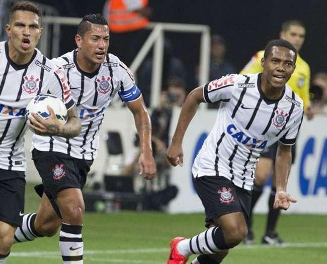Goiás é goleado pelo Corinthians e perde quarta seguida na Série A