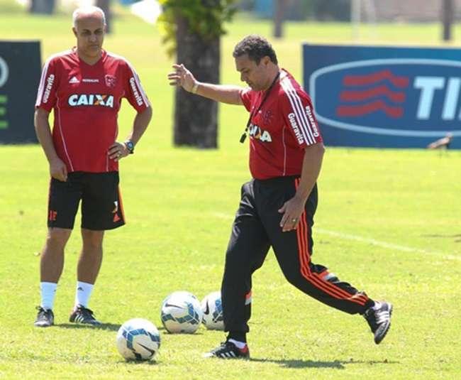 Léo Moura, Gabriel e Eduardo da Silva desfalcam Fla
