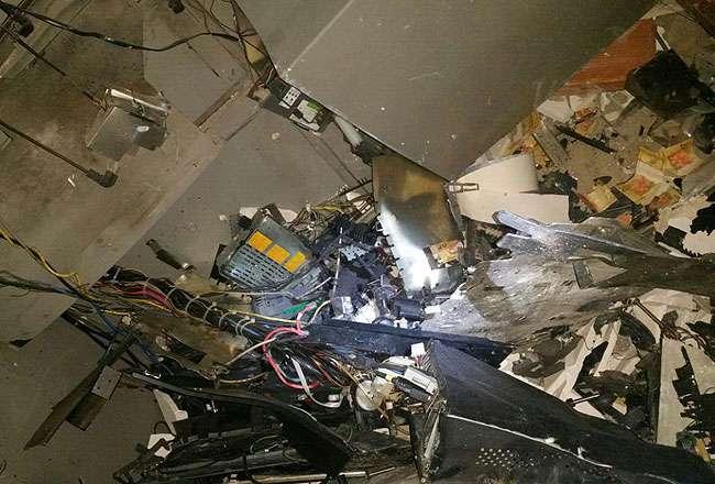 Bandidos explodem caixa eletrônico em Guapó