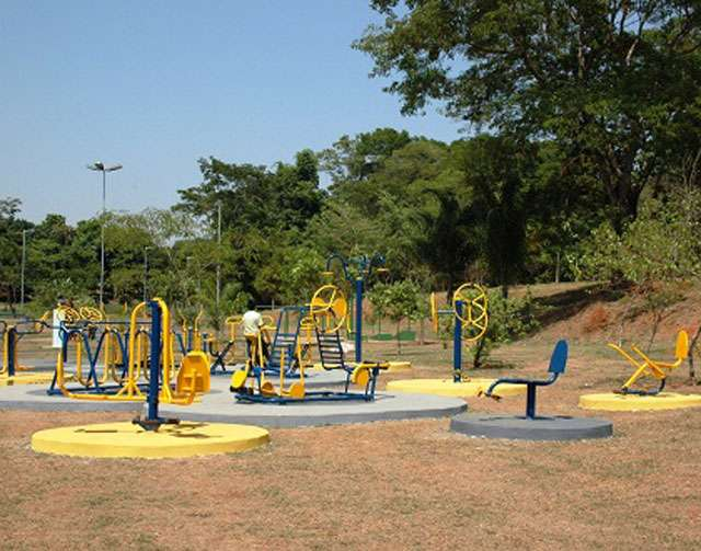 Prefeitura de Goiânia inaugura academia ao ar livre no Parque Carmo Bernardes