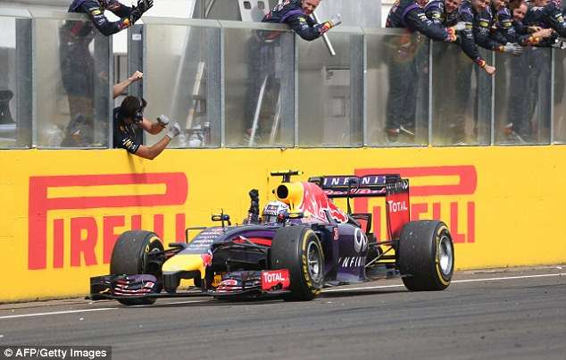 Ricciardo passa Alonso no fim e vence GP da Hungria