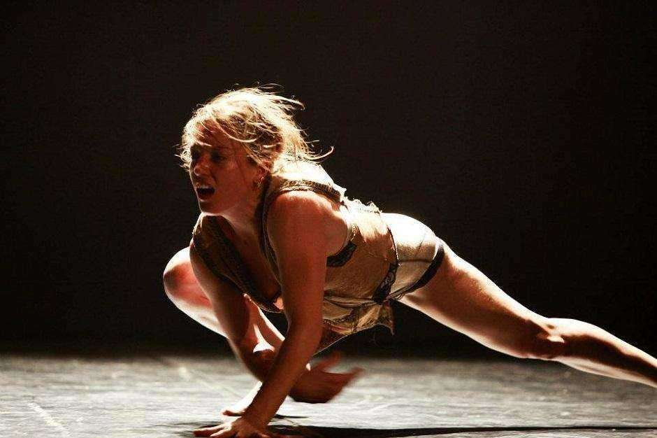 Luciane Fontanella oferece workshop de dança contemporânea